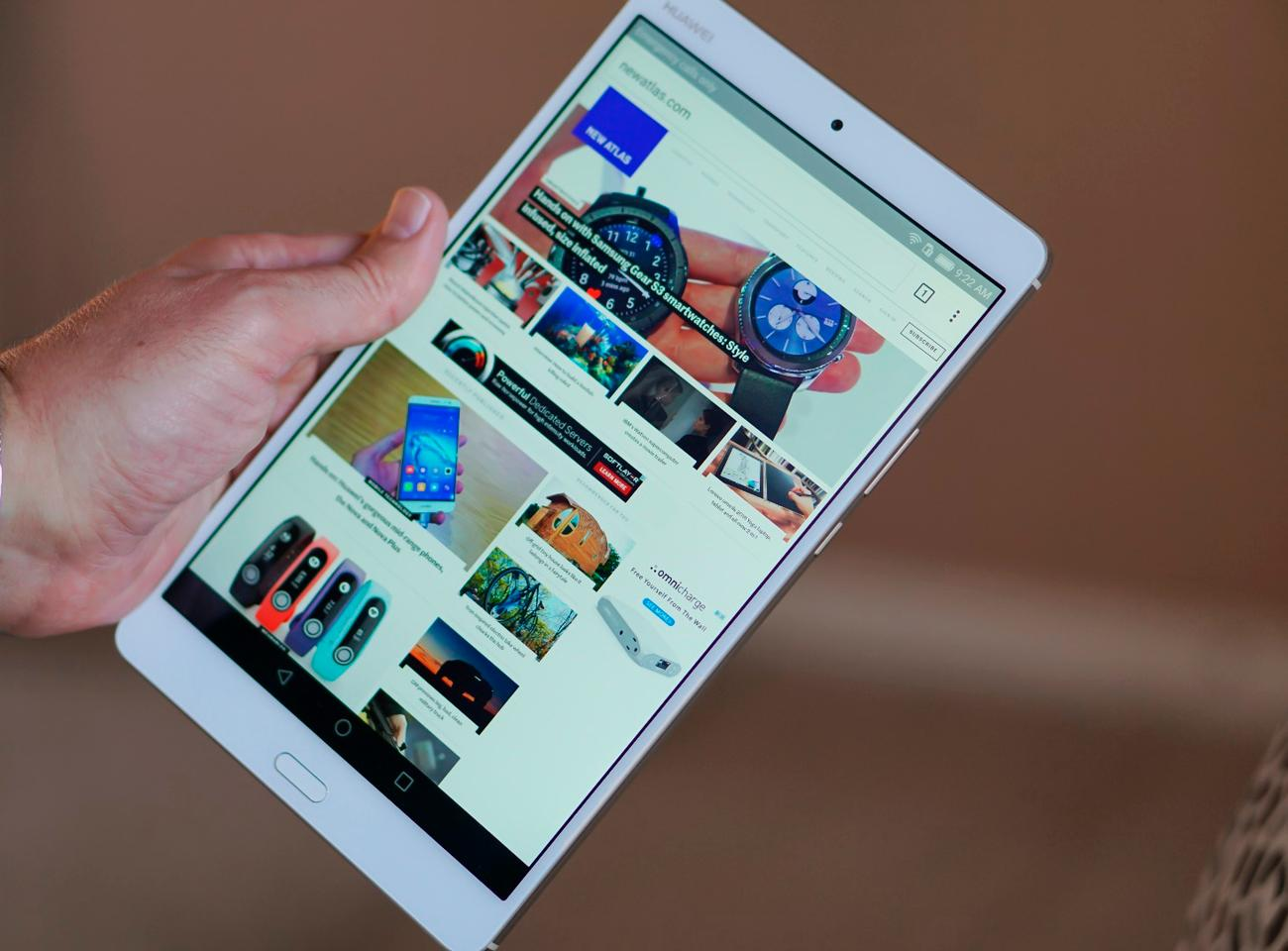 The 8.4-inch MediaPad M3 in hand