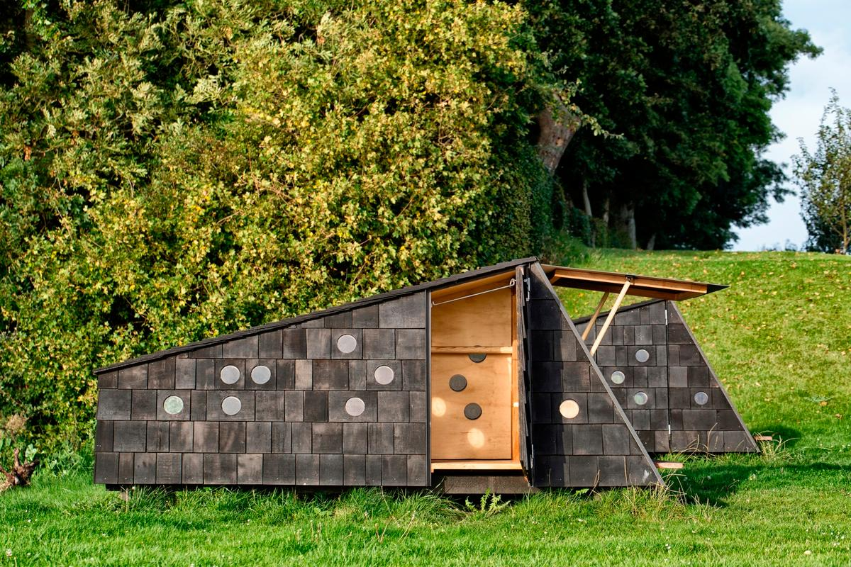 The cabins range in size, up to a maximum floorspace of 25 sq m (269 sq ft), and a maximum height of 4.68 m (15.35 ft)