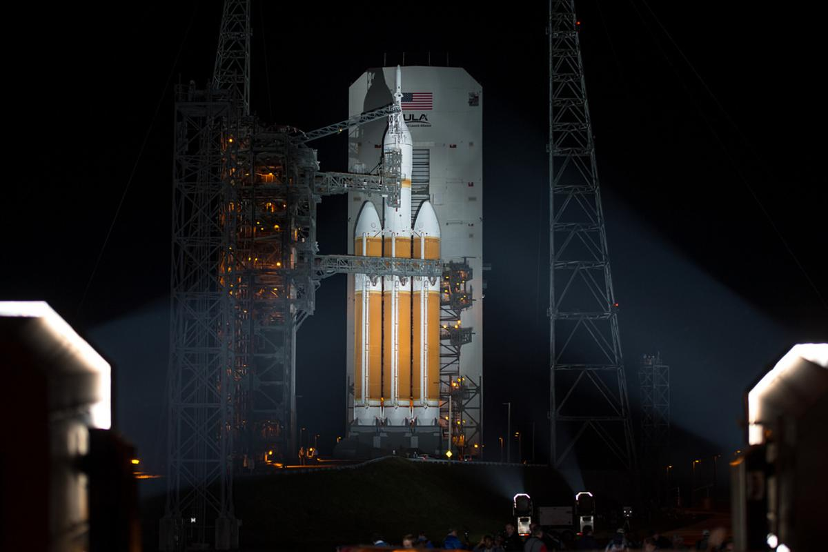 A United Launch Alliance Delta IV Heavy rocket with NASA's Orion spacecraft mounted atop is seen alongside the Mobile Service Tower (Photo: NASA/Bill Ingalls)