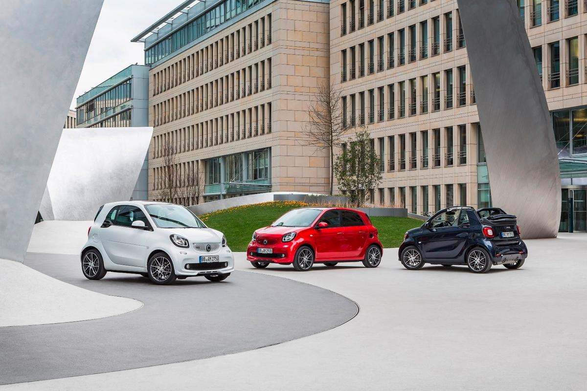 The Smart Brabus triplets side-by-side