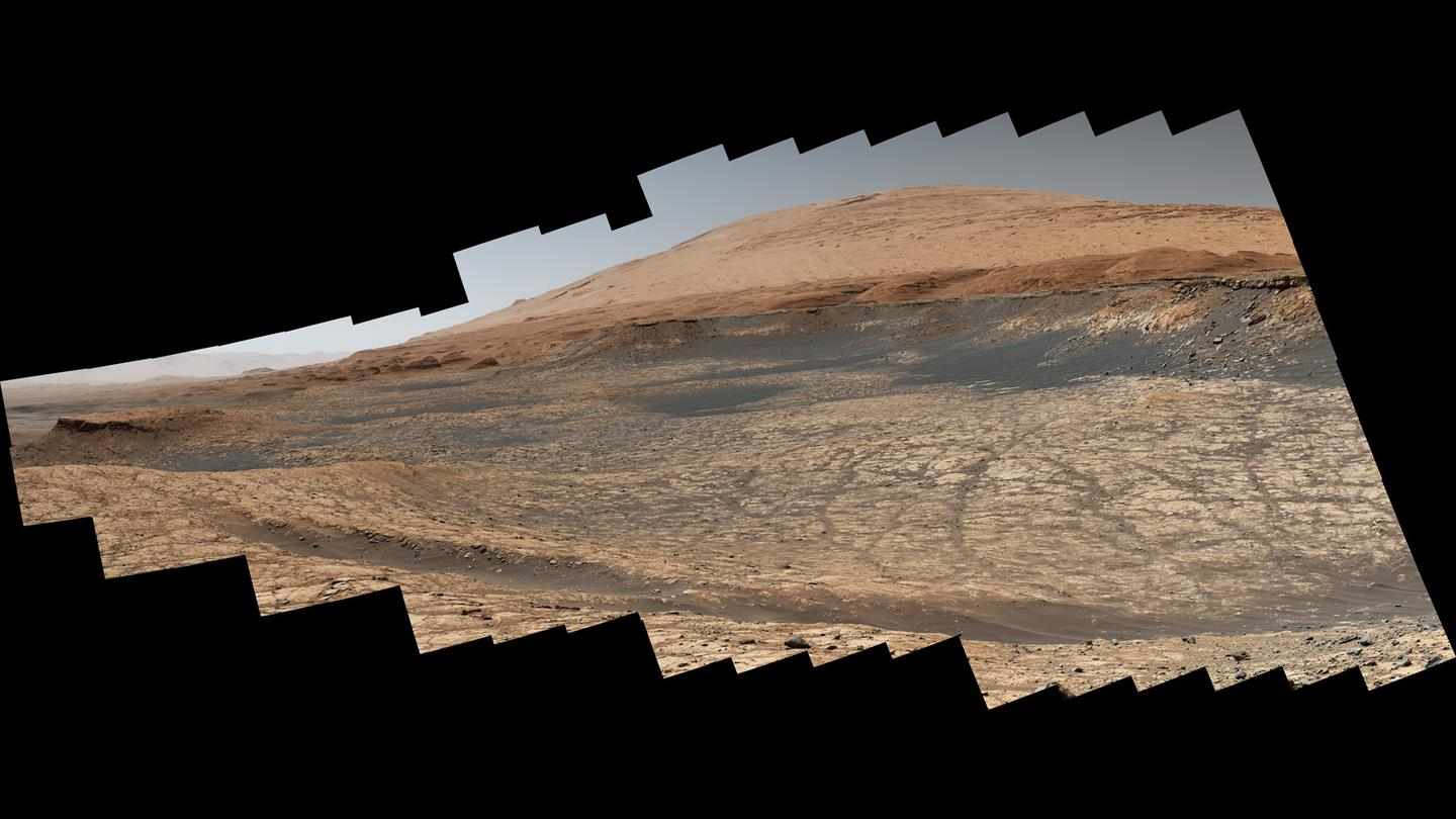 This view shows where Curiosity is heading over the coming months, moving from the clay-bearing unit of Mount Sharp in the Gale Crater to the sulfate-bearing unit