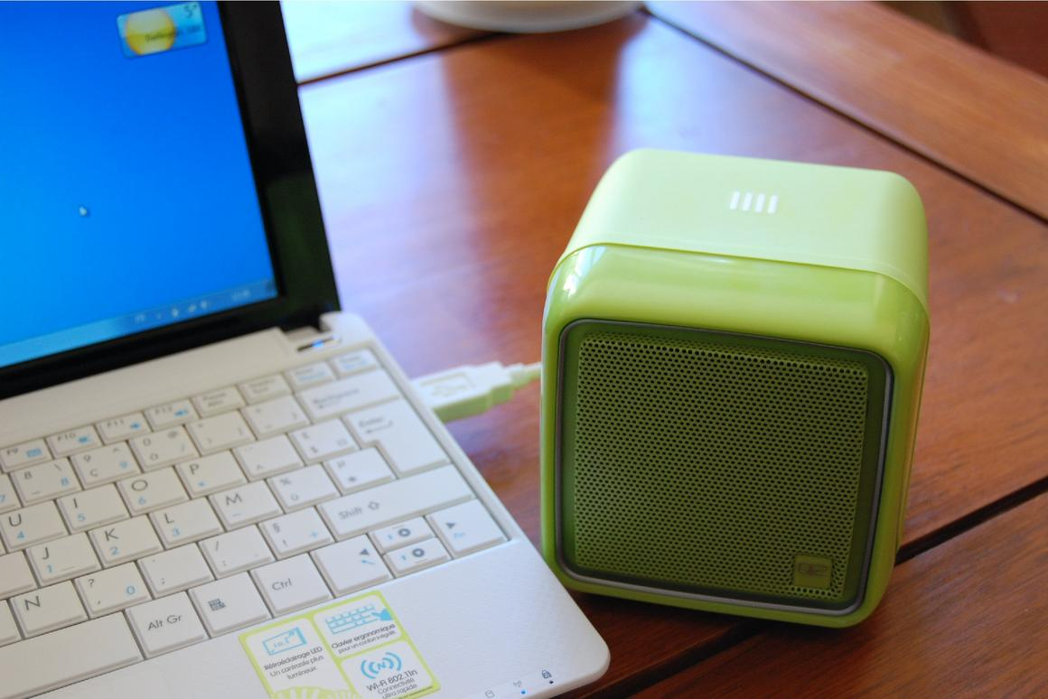 Internet radio stations are assigned to the cube's sides via software that's downloaded from the manufacturer's website