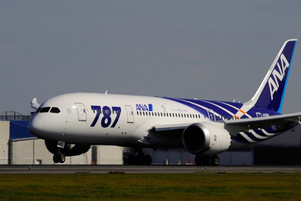 A Boeing 787 Dreamliner has made the first biofuel-powered aircraft crossing of the Pacific Ocean