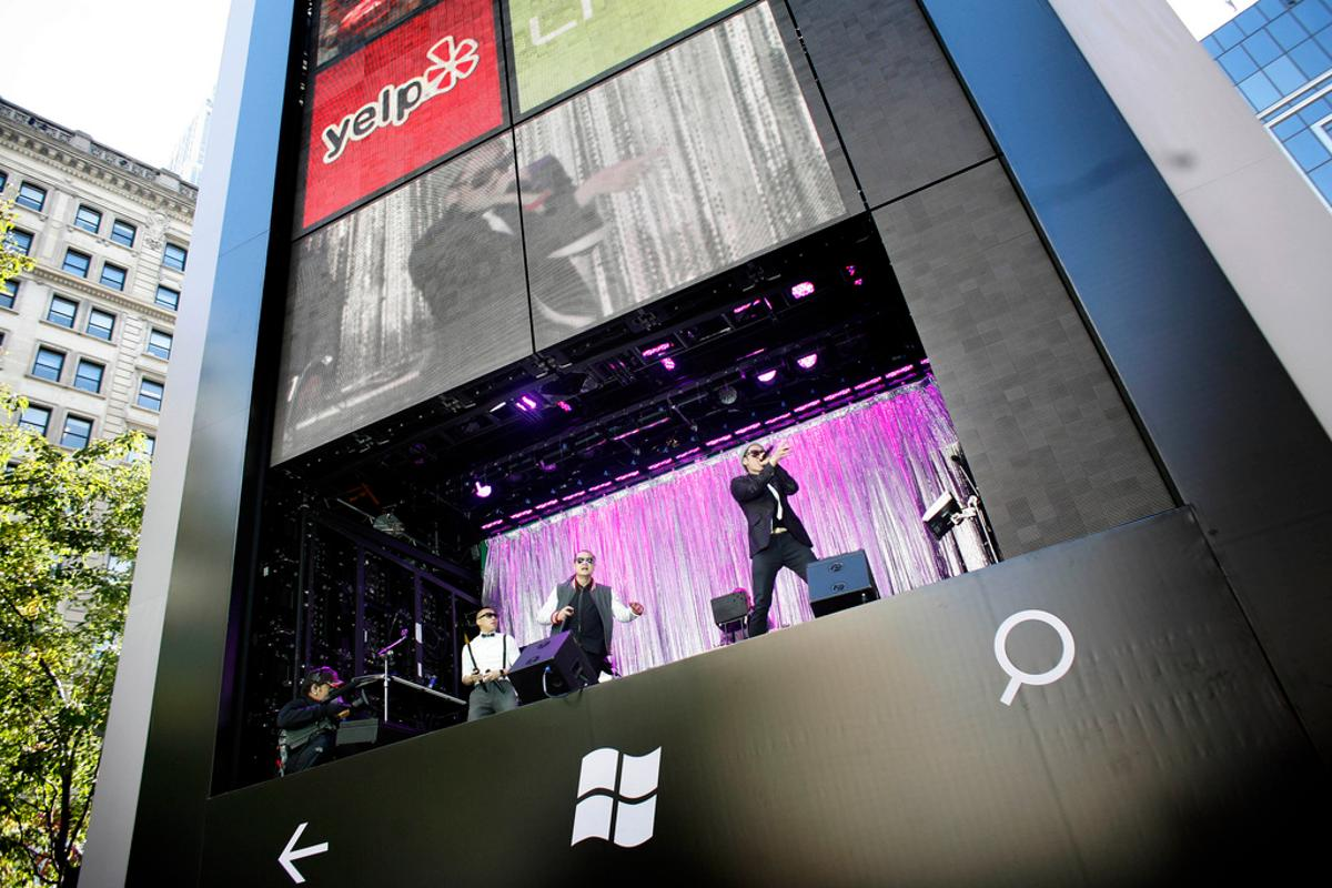 Microsoft constructed a six storey Windows phone in New York's busy Herald Square to launch new Windows Phone 7.5 smartphones from HTC and Samsung