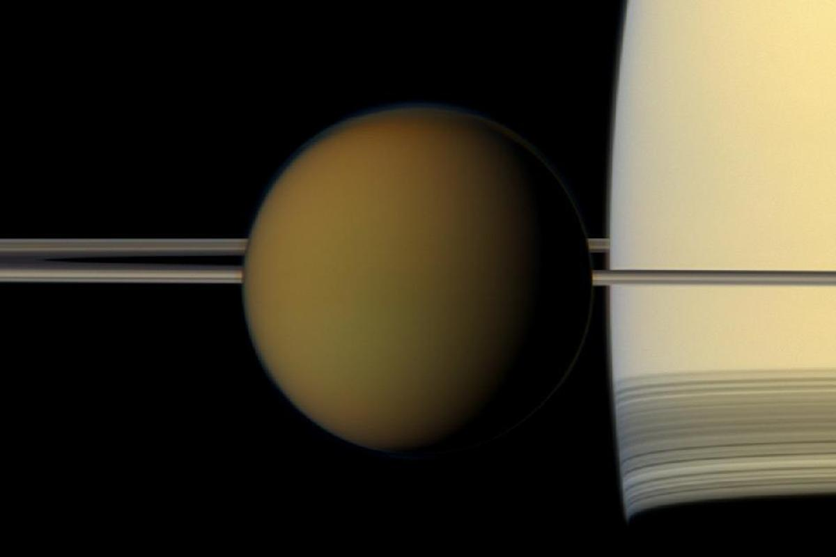 A natural-color image of Titan in front of Saturn captured by Cassini (Image: NASA/JPL-Caltech/Space Science Institute)