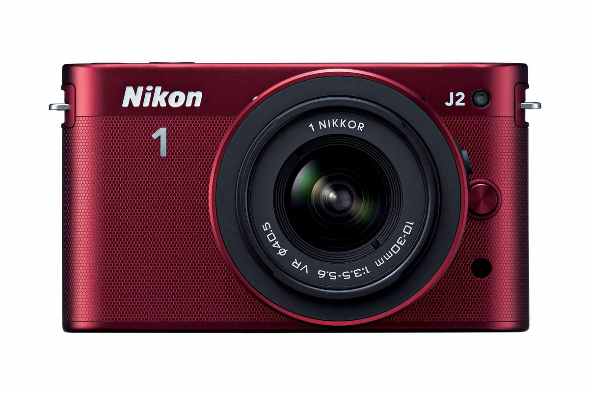 Like the J1 before it, the latest addition to the 1 System has a subject tracking hybrid contrast/phase detection autofocus system and is capable of continuous shooting at ten frames-per-second with autofocus