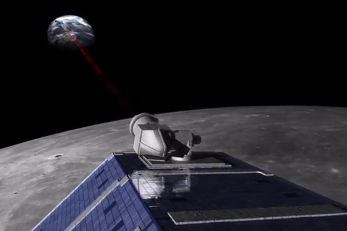 Artist's concept of the LLCD transmitting to Earth (Image: NASA)