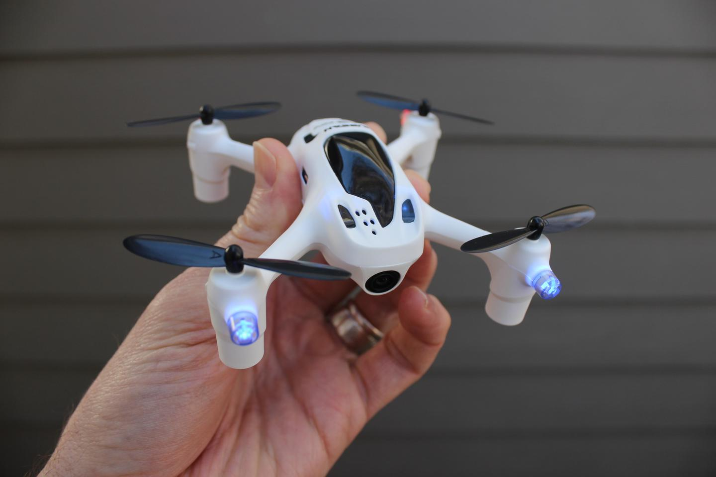 Gizmag tries out the Hubsan FPV X4 Plus
