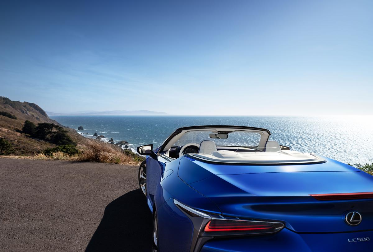 Slightly upturned lip on the trunk, as well as a brake light relocated to the lid of the LC 500 Convertible