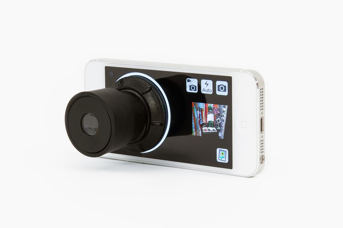 The Daylight Viewfinder is a suction cup-mounted eyepiece designed for use in iPhone photography