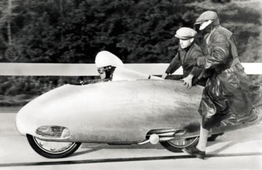 Ernst Henne being pushed away due to the extra long gearing on his BMW 500 in 1937