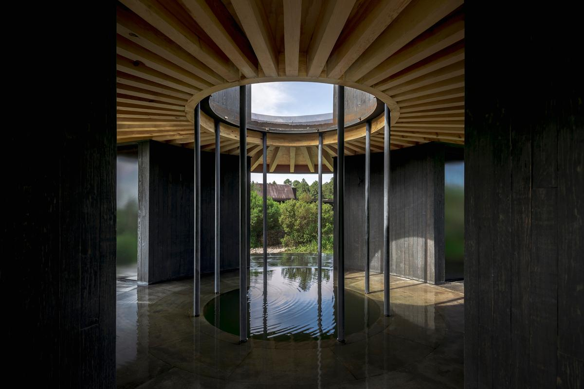 Casa de Baño was designed by Robert Hutchison Architecture & JSa Arquitectura and is a winner in Category One, which recognizes projects that cost up to US$150,000 to build. The bathhouse is one of 11 projects that make up the 2021 AIA Small Project Awards