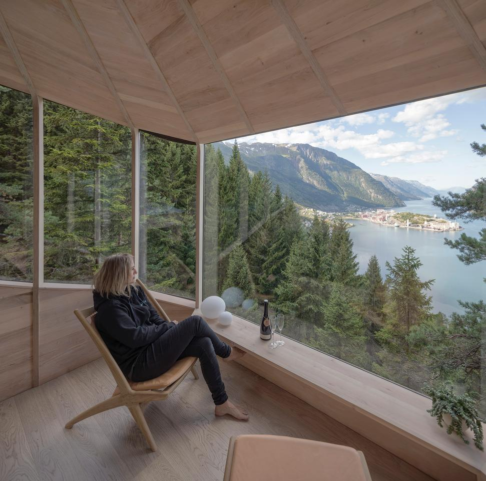Woodnest offers views of a nearby fjord and mount the Hardangerfjord in Odda, Norway