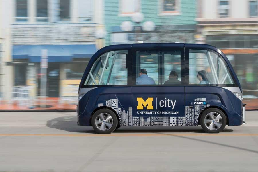 The Nayva Arma self-driving bus uses a combination of LIDAR, GPS, onboard cameras and Wi-Fi to build a view of its environment