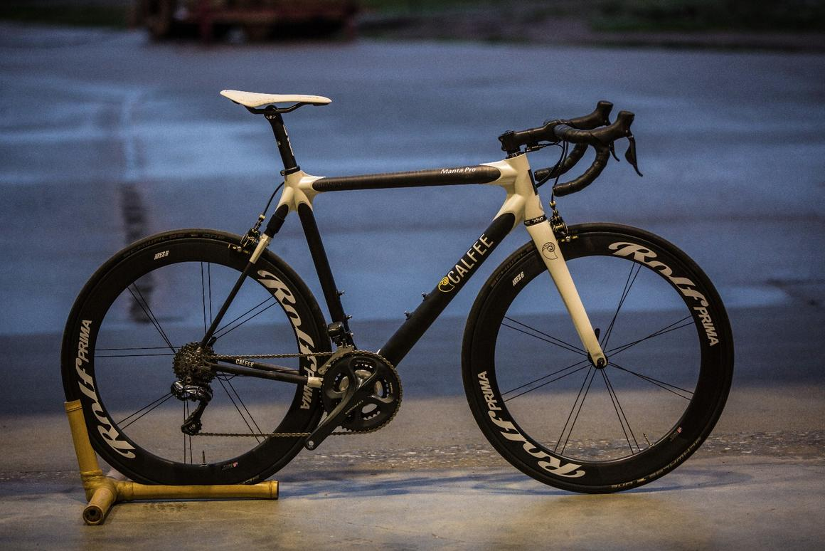 The Pro road version of the Calfee Manta bike, complete with rear susension