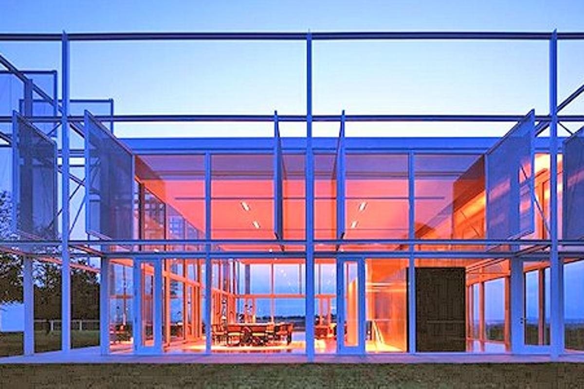 Taghkanic House at dusk (Photo: T. Phifer and Partners)