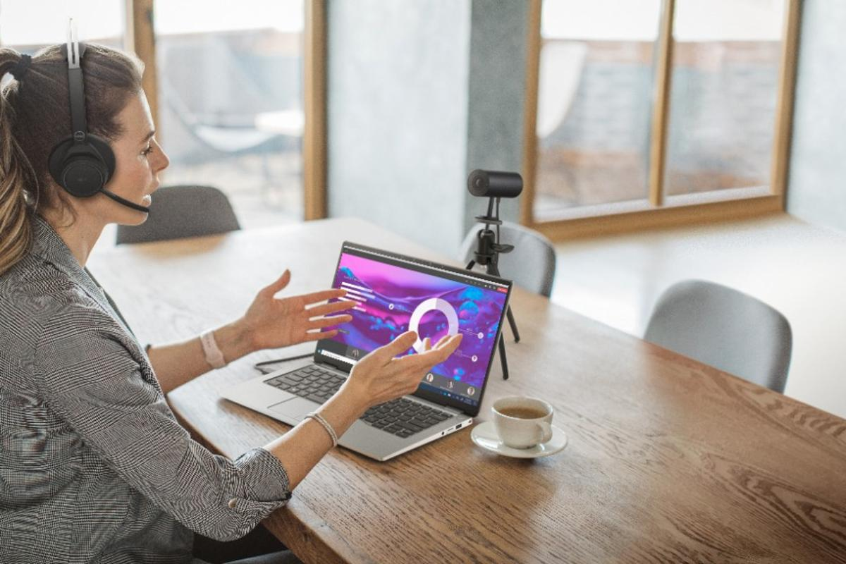 The UltraSharp Webcam is certified compatible with Microsoft Teams and Zoom