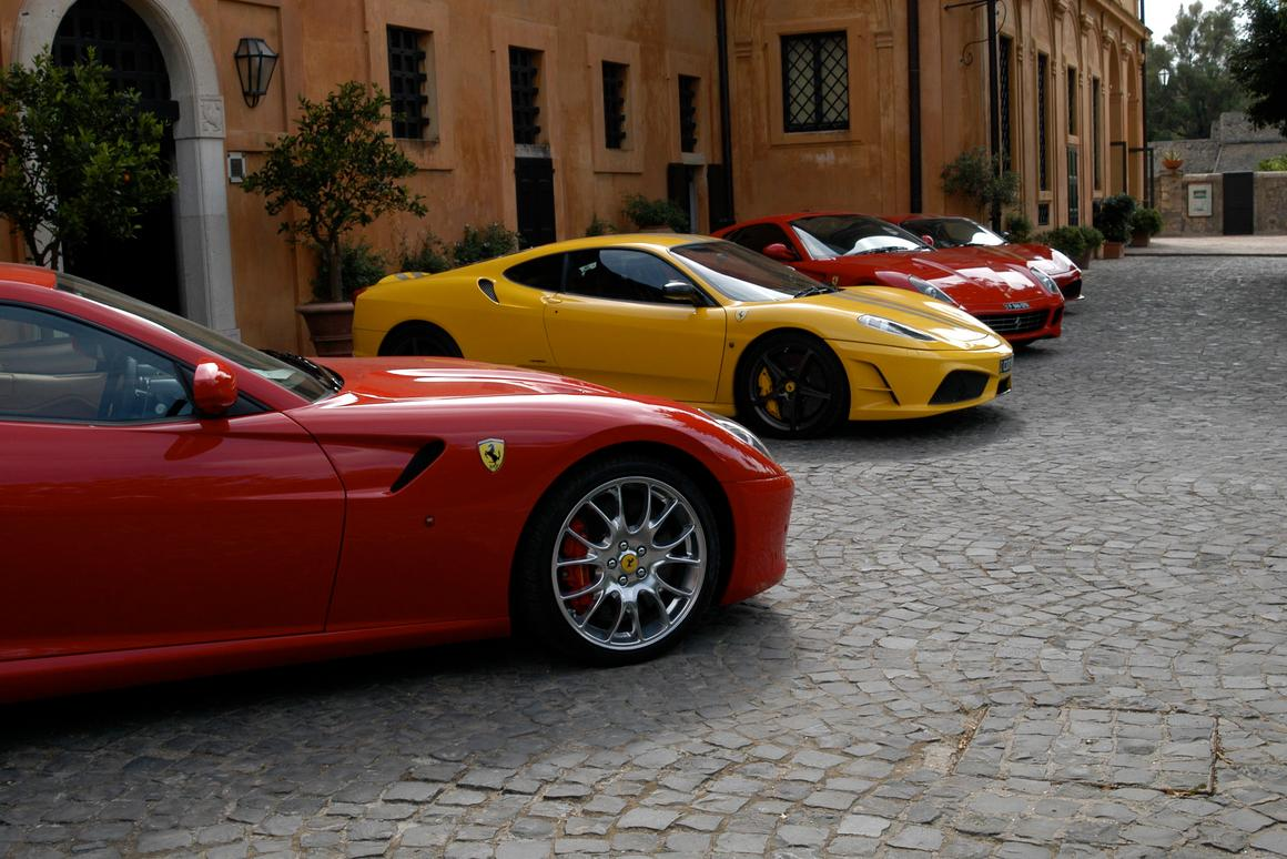 The Elite Car and Castle Tour features 15 supercars (Photo by Como Travel)
