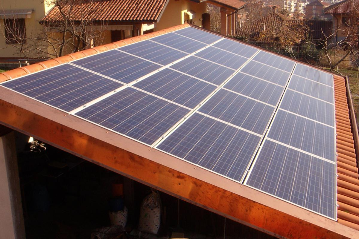 The system developed by Professor Nocera to store energy gathered from solar panels could usher in an era of personalized solar energy (Photo: Lasigro via Wikipedia Commons)
