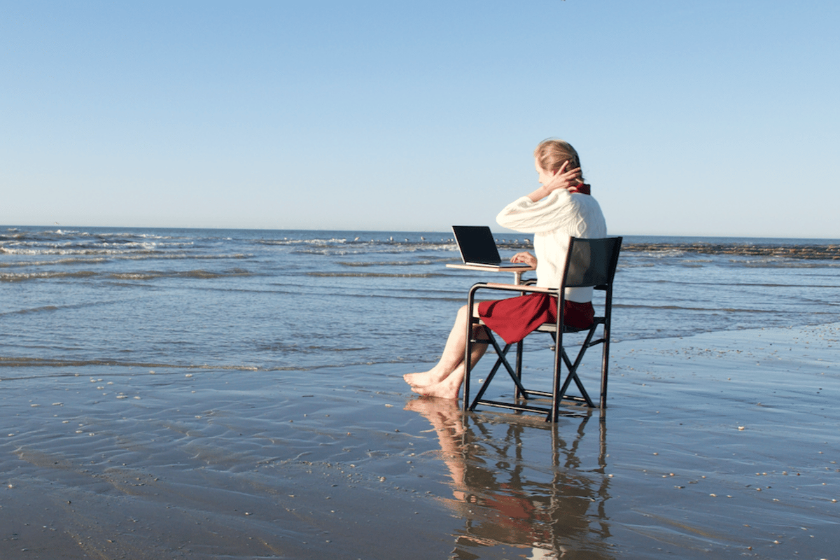 The Chair lets digital nomads wander and work, whether by car or foot