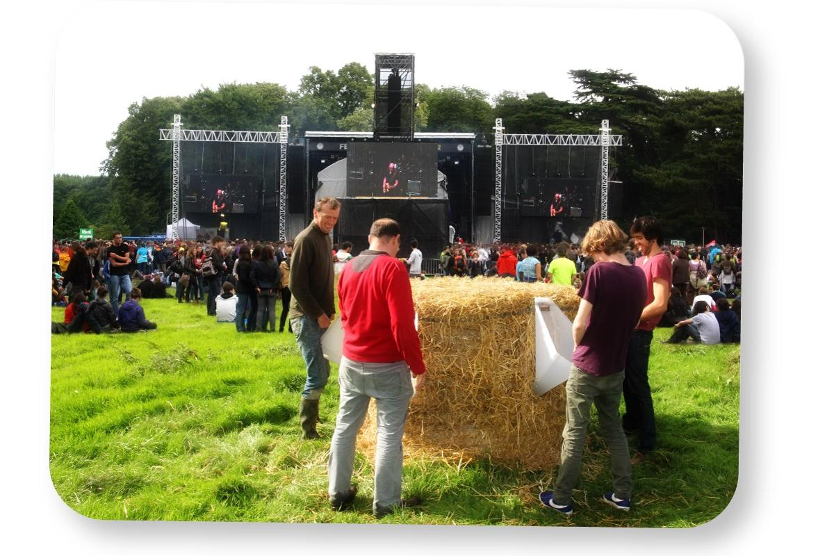 L'Uritonnoir is a portable, composting urinal for large festivals that reduces a bale of hay into usable fertilizer