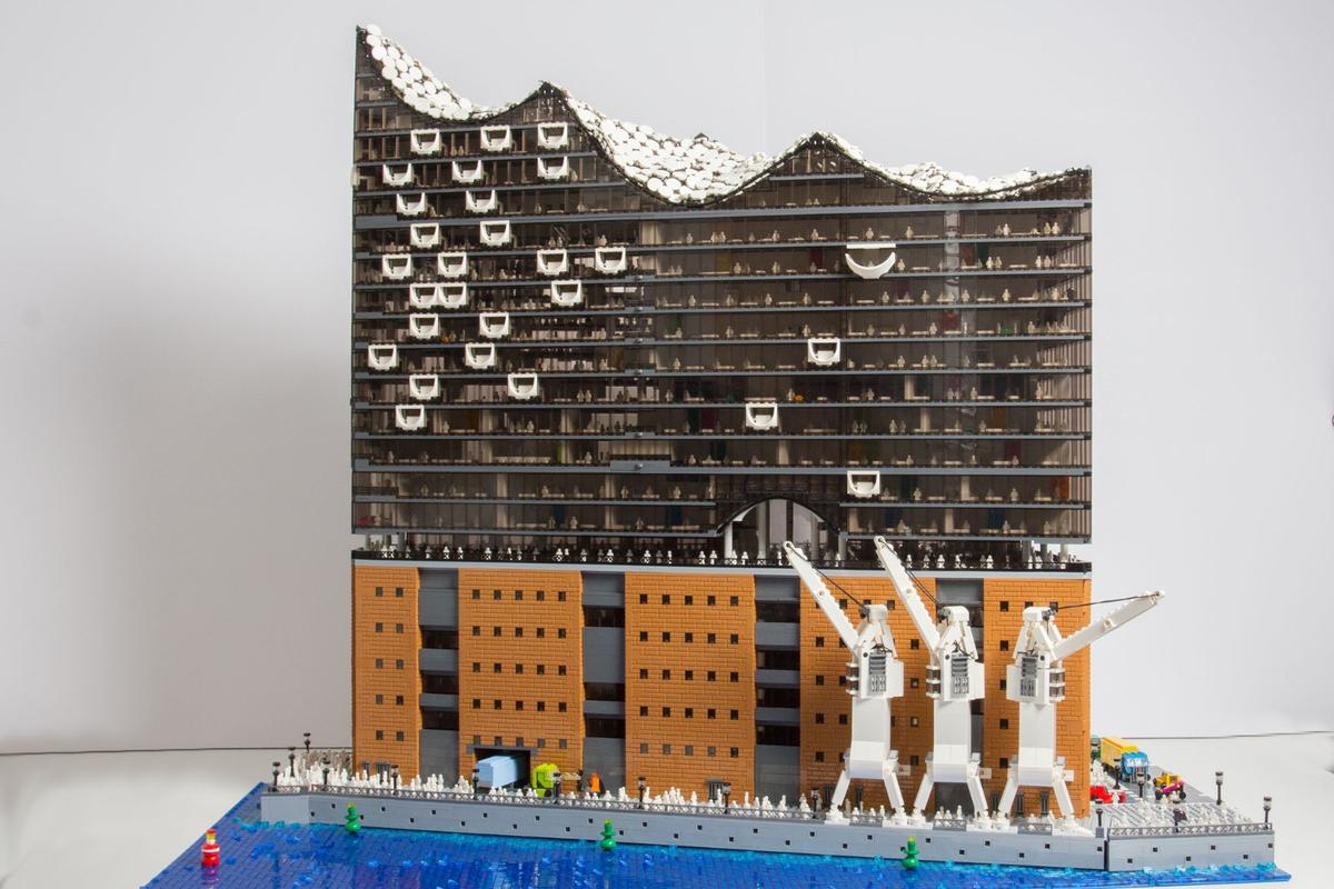 The project took 110 hours to complete and makes use of about 20,000 pieces of Lego