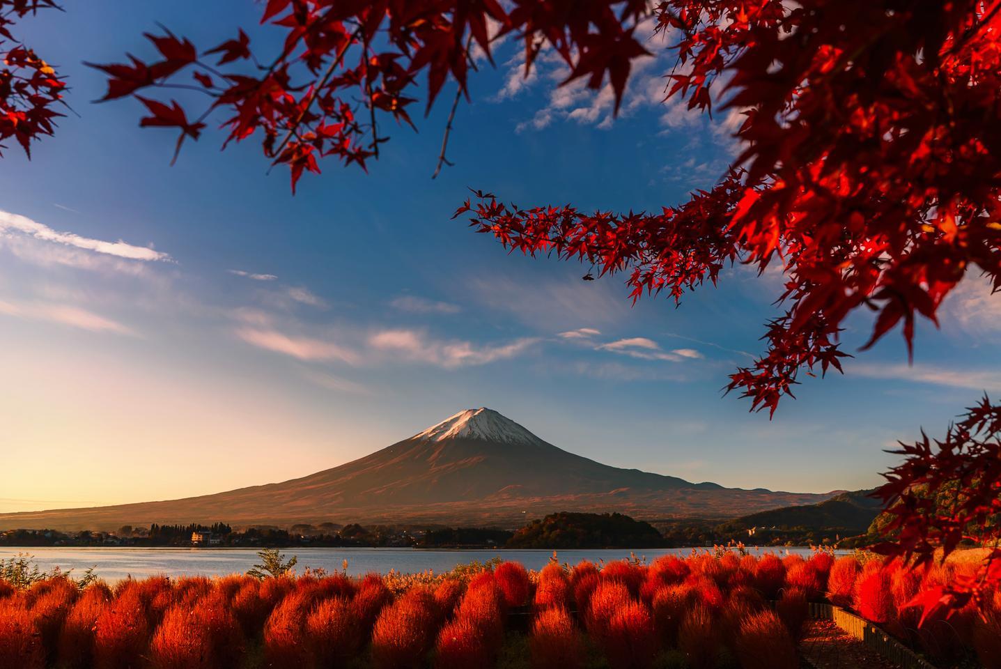 "Winner, Thailand. ""Red day"". Kawaguchigo lake, Japan"