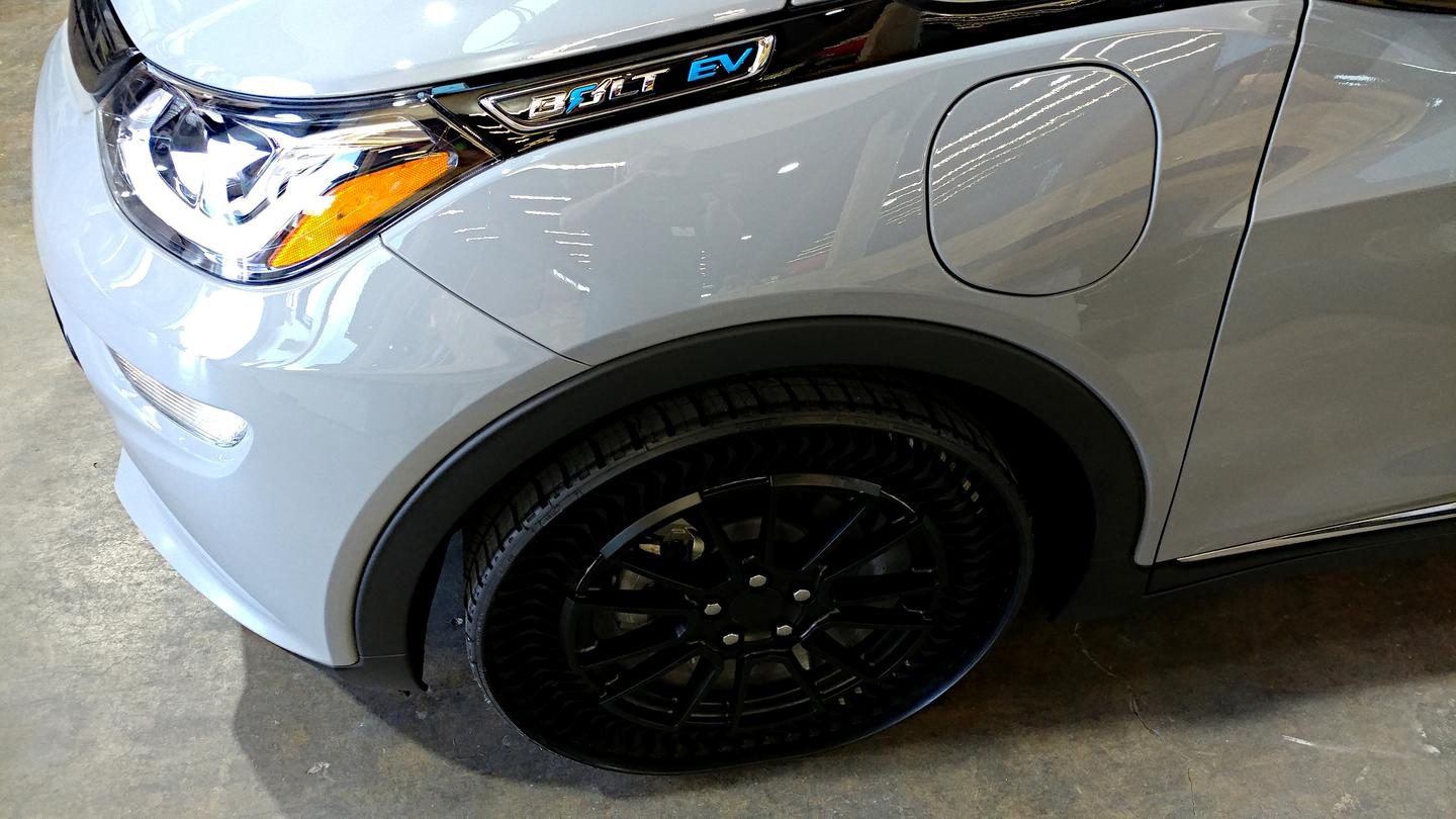 At our layer cake feast before our drive of the 2020 Bolt, this 2019 model was shown wearing Michelin's new Uptis airless tires