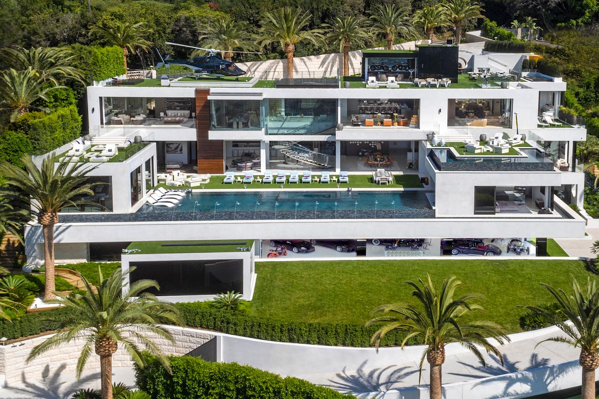 924 Bel Air Road boasts 270-degree unobstructed views of the Los Angeles area