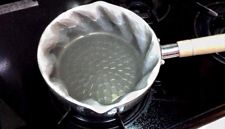 The Kuru-Kuru Nabe uses its sculpted spiral sides to stir its contents and cook them more efficiently