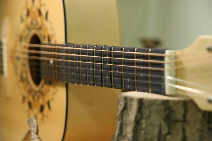 The Fret Friend has been designed to fit any guitar with a 24 to 25.5 inch scale length