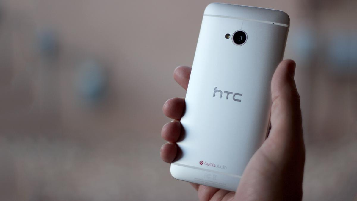 Gizmag takes a look back at one of the best phones of 2013 ... and realizes it could also be one of the best phones of 2014 (Photo: Will Shanklin/Gizmag.com)