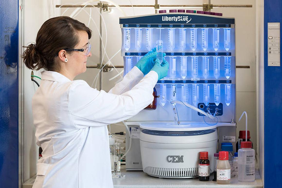 Project researcher Marta Tena-Solsona, with the peptide synthesizer that produces themolecular building blocks of the self-destructing materials