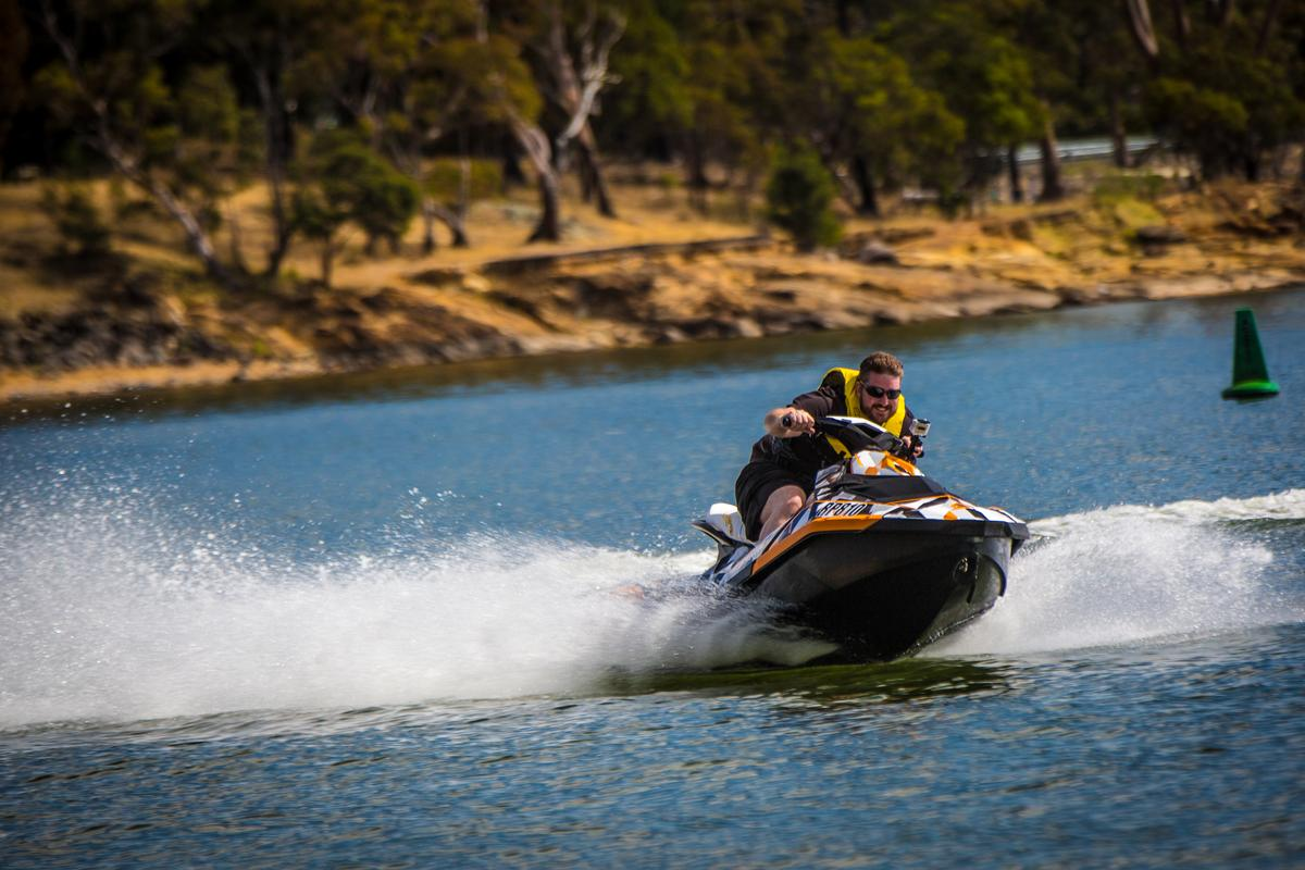 Gizmag's Loz Blain comes to grips with the Sea-Doo Spark (Photo: Noel McKeegan/Gizmag.com)