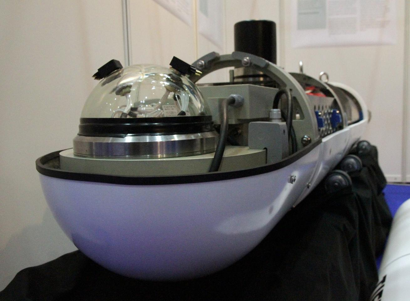 The prototype of the next-generation AUV (Photo: Fraunhofer)