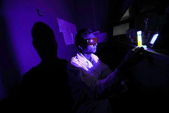Ajith Karunarathne examined toxic oxygen generation by retinal during blue light exposure