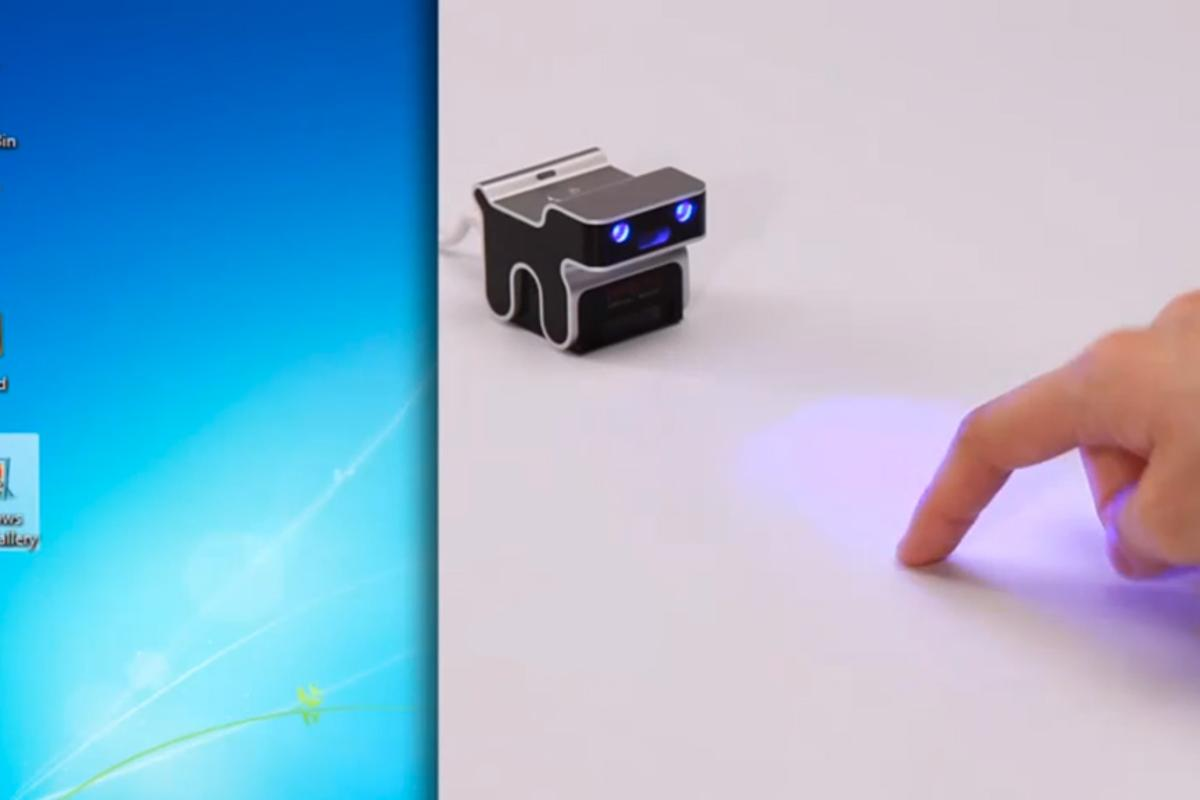 The evoMouse turns a flat surface into a virtual trackpad