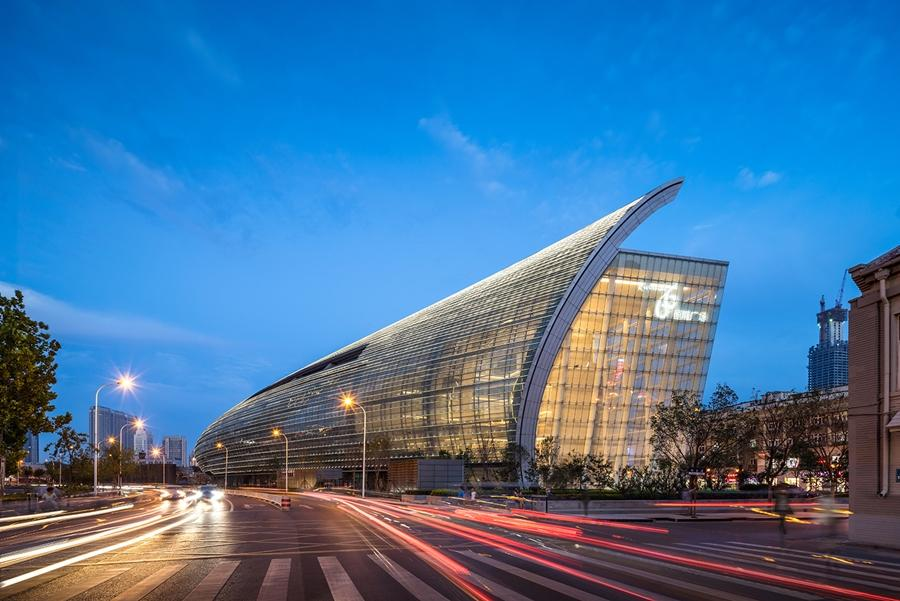 Tianjin's new Riverside 66 building is 350 m (1,150 ft) long and has a huge curved glass façade (Photo: Tim Griffith)