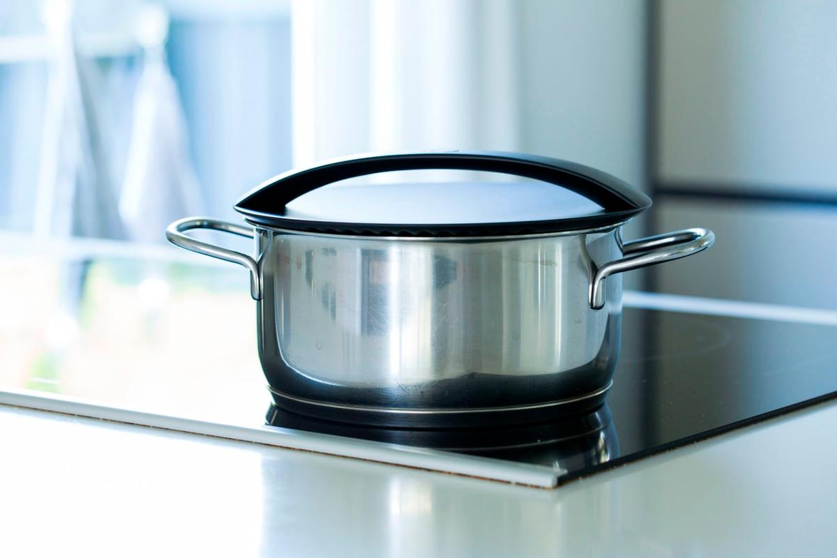 The Onelid has a convex underside, which allows it to work with pans of different sizes