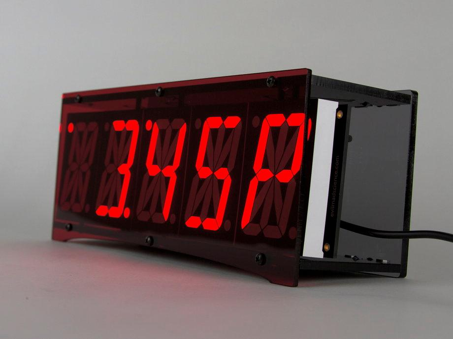 The Alpha Clock Five in 12-hour mode