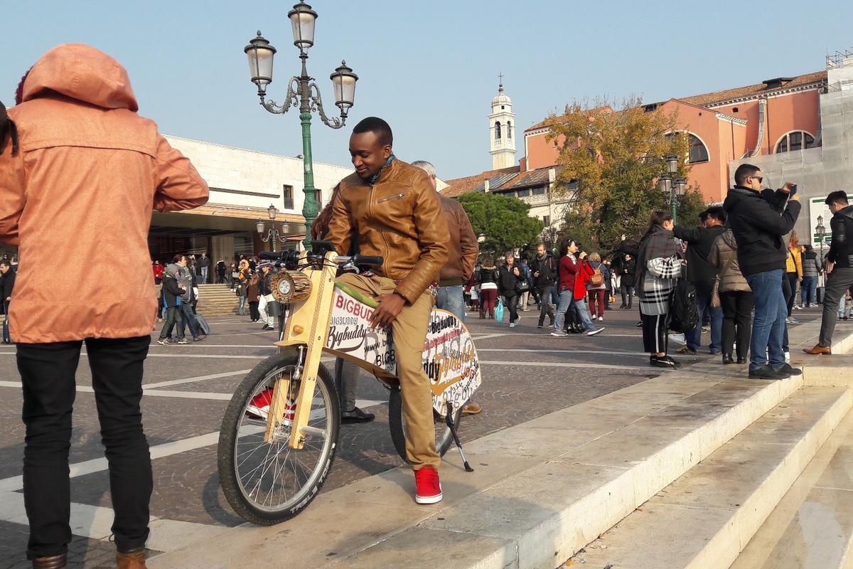 The Big Buddy Bike was created by designers Matej Grmek and David Ličen