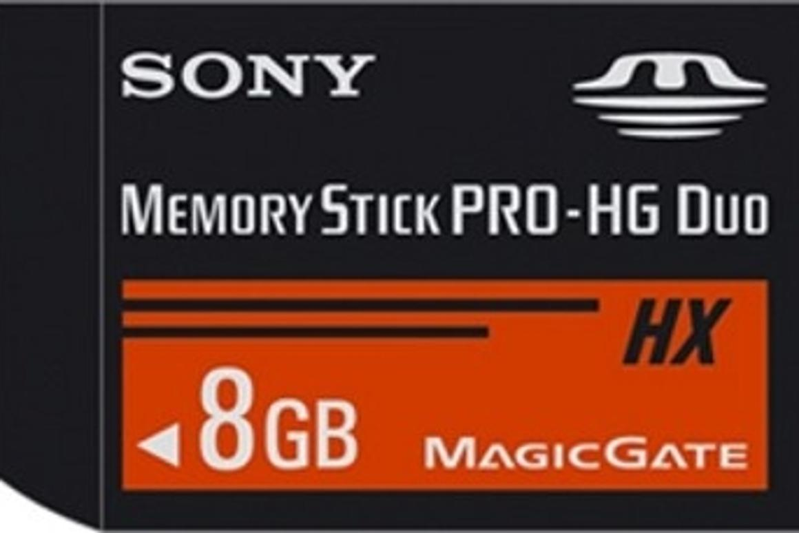 The memory card has a reading speed of 20MB/s and a writing speed of 15MB/s.