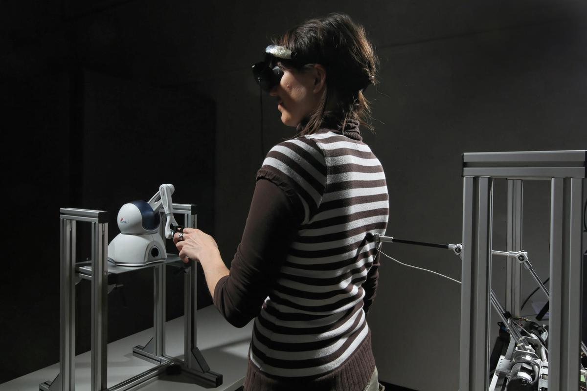"""Researchers have artificially recreated the sensation of a """"ghostly presence"""" in healthy subjects by interfering with the proprioception and tactile feedback mechanisms (Image: Alain Herzog/EPFL)"""