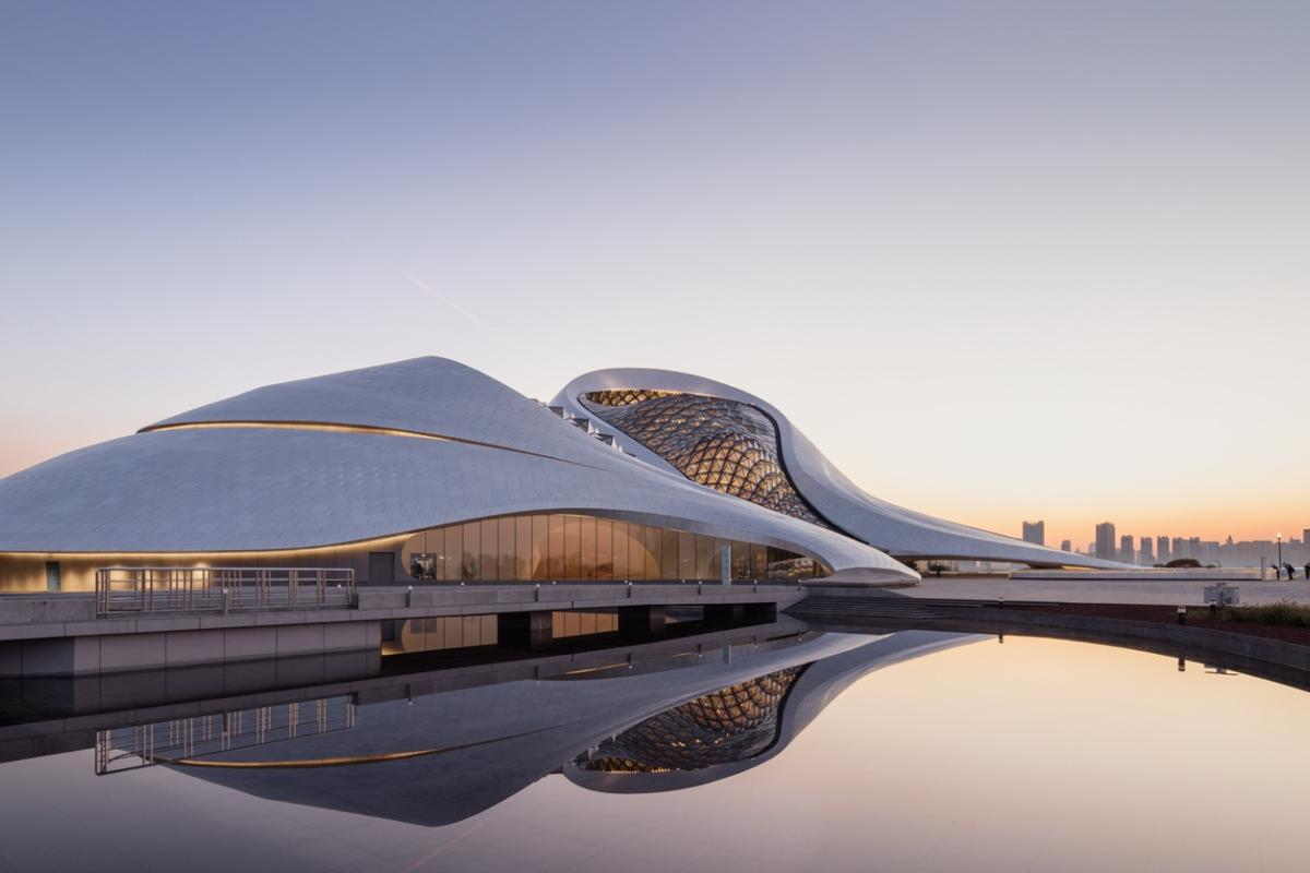 The Harbin Opera House occupies a total footprint of 850,000 sq ft (78,967 sq m) and rises to a total height of 56 m (183 ft)
