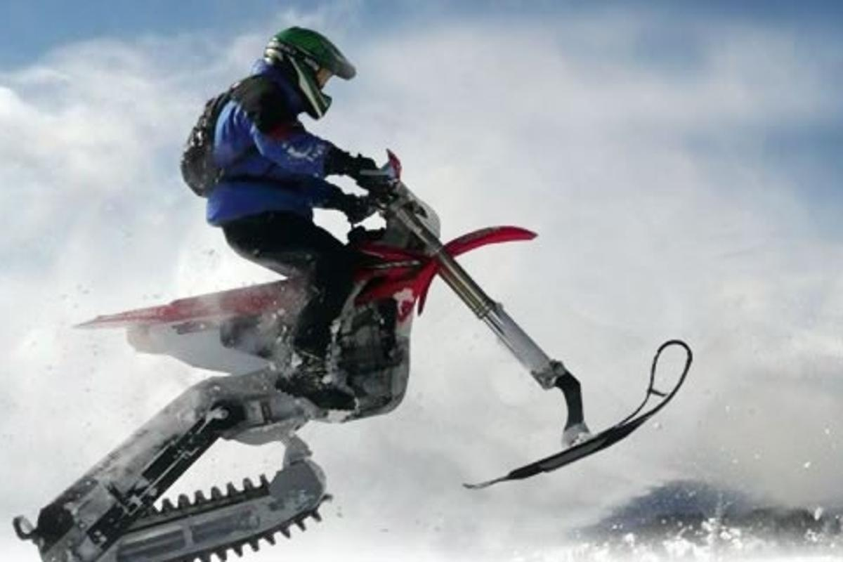 The 2moto snowbike kit in action
