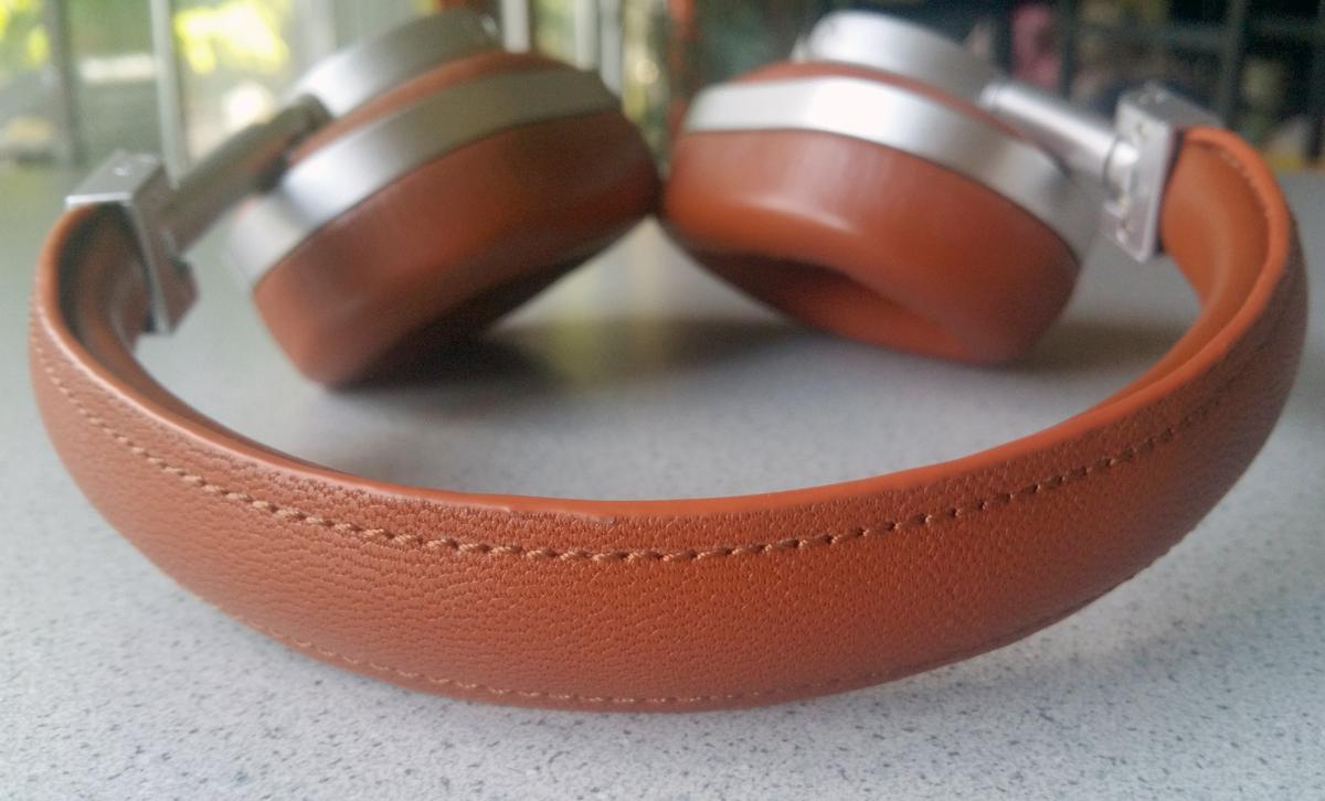 The headband for the Master & Dynamic MW60 headphones feature solid stitching through the premium leather