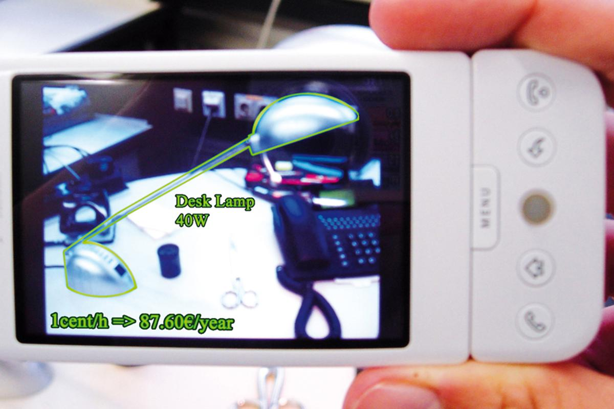 A mobile phone can be used to display and control the energy consumption of appliances (Image: Fraunhofer FIT)
