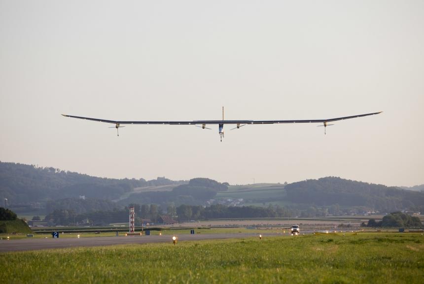Solar Impulse comes in the land in Payerne (Photo: Solar Impulse - Laurent Kaeser)