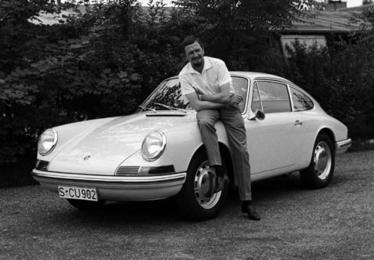 Ferdinand Alexander Porsche (1963) in front of a Porsche 901Photo: Porsche