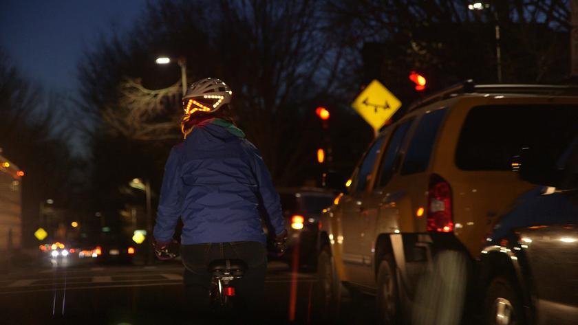 LED-laden bike helmet incorporates brake lights and turn indicators